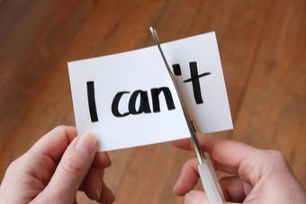 """Zettel auf dem """"I can't steht wird durchgeschnitten, sodass es I can ergibt - Studilux"""